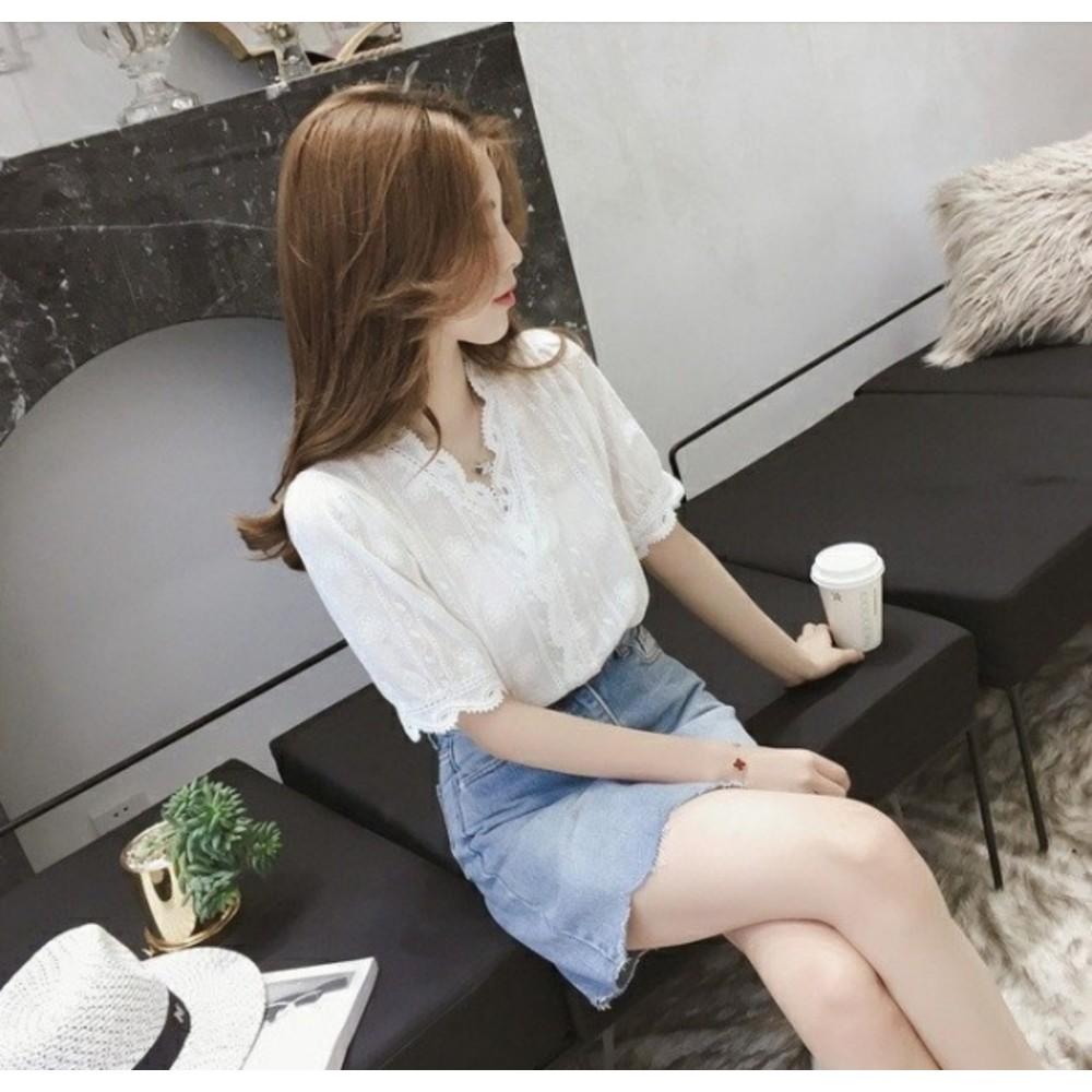 布蕾絲襯衫 【C5080】 短袖 韓 蕾絲 白襯衫 女襯衫 韓系 V領 花邊 蕾絲襯衫