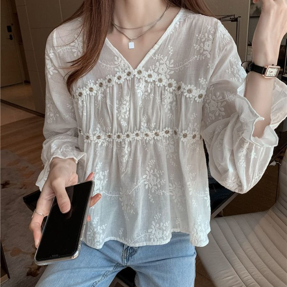 女裝【C9731】韓風 微透 蕾絲衫 雪紡衫 V領 立體花朵 防曬 長袖 上衣 襯衫 女 封面照片