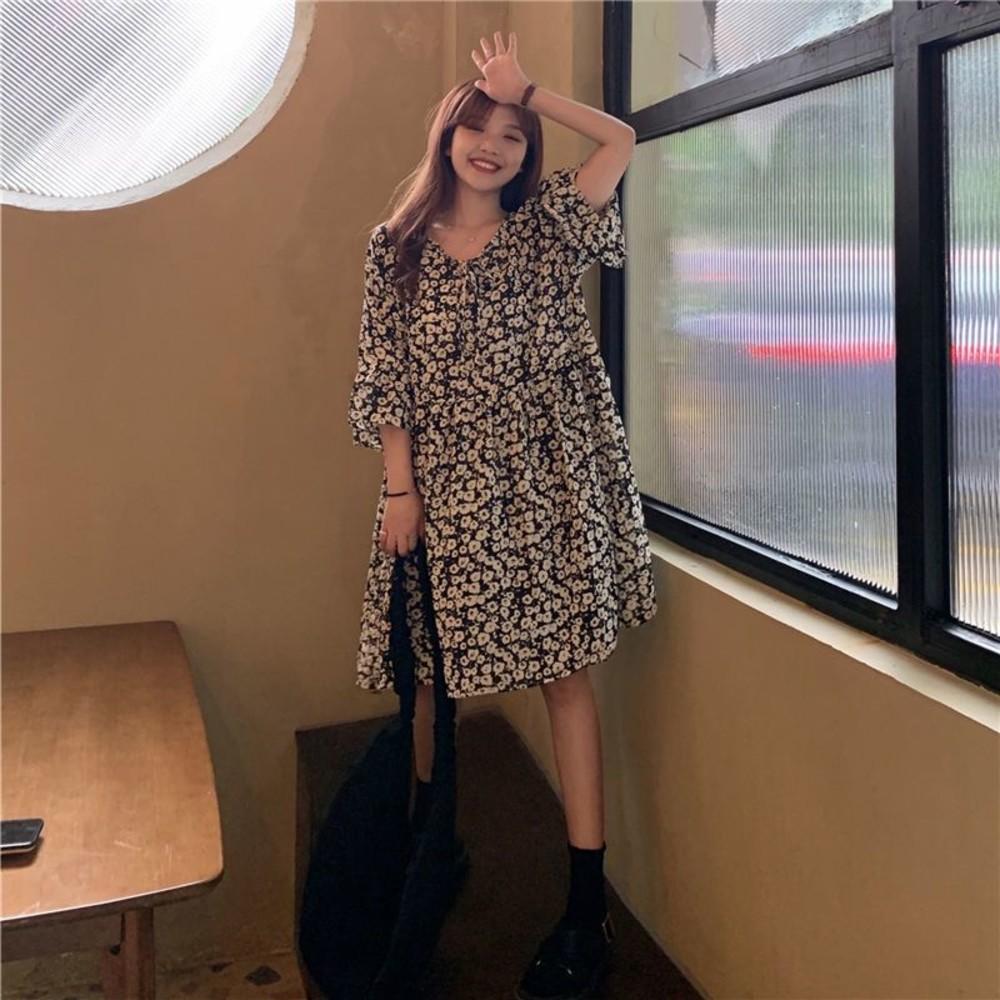D2636 - 韓系 法式 碎花 喇叭袖 連身裙【D2636】V領 中袖 雪紡 寬鬆 洋裝 雪紡裙