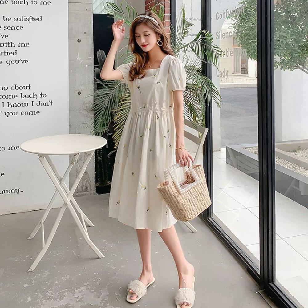 韓系 實拍 刺繡 洋裝【DB4288】繡花 雛菊 方領 包繡 哺乳裝  泡泡繡 長洋裝
